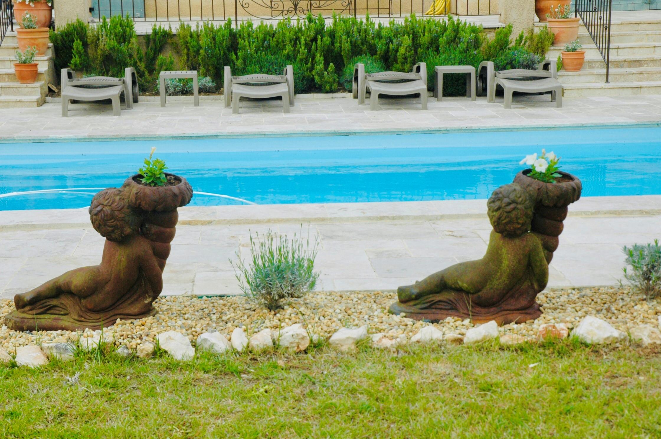 Piscine, Jardin et Vasques fleuris
