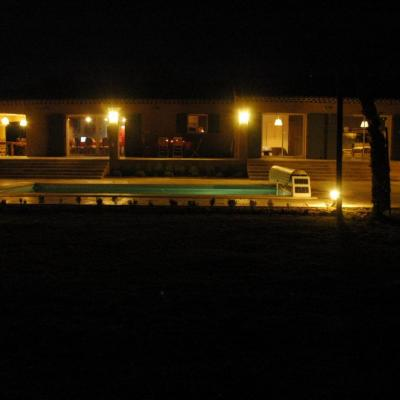Le Clos de la Sarriette, by night