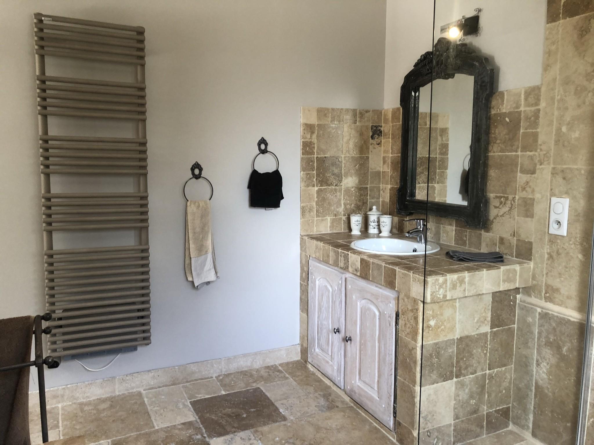 Salle de bain suite Sarriette